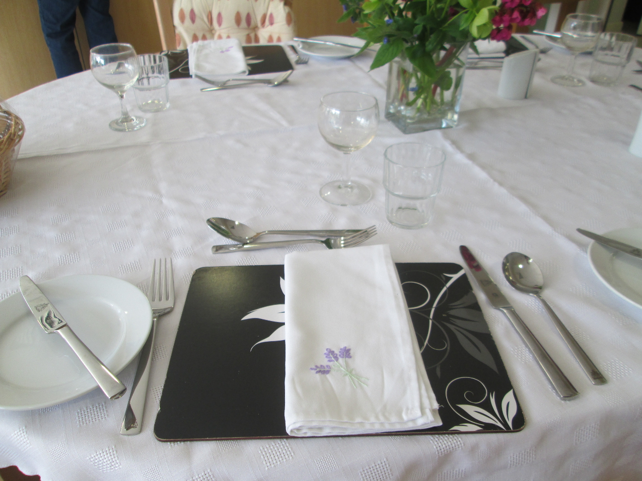 A place setting at Weston Hospice provided by the Cutlers' Company